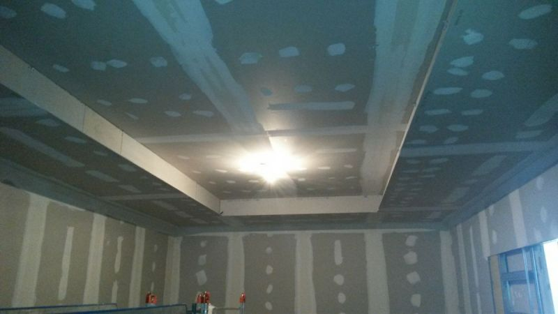 Salle-des-drapeaux-2-plafond