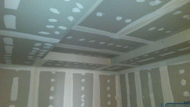 Salle-des-drapeaux-plafond